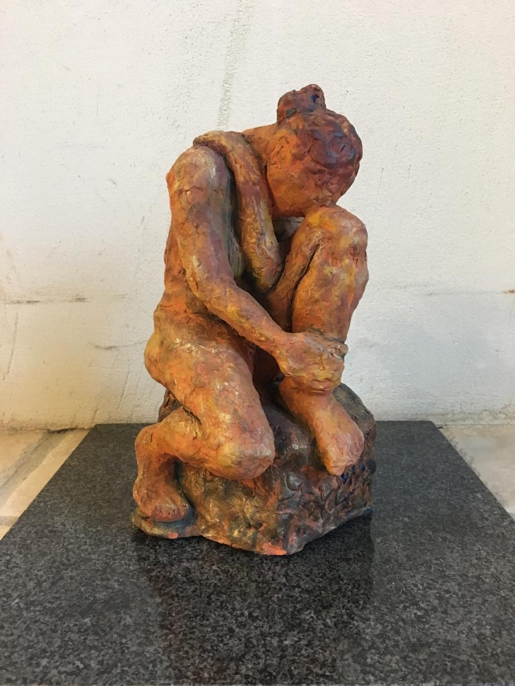 Siddende kvinde | Keramik