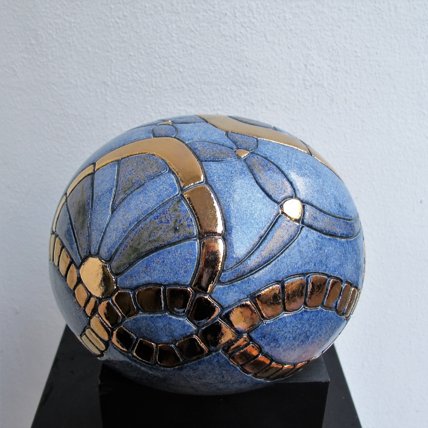 gobbel mellem  art deco og metal | Keramik