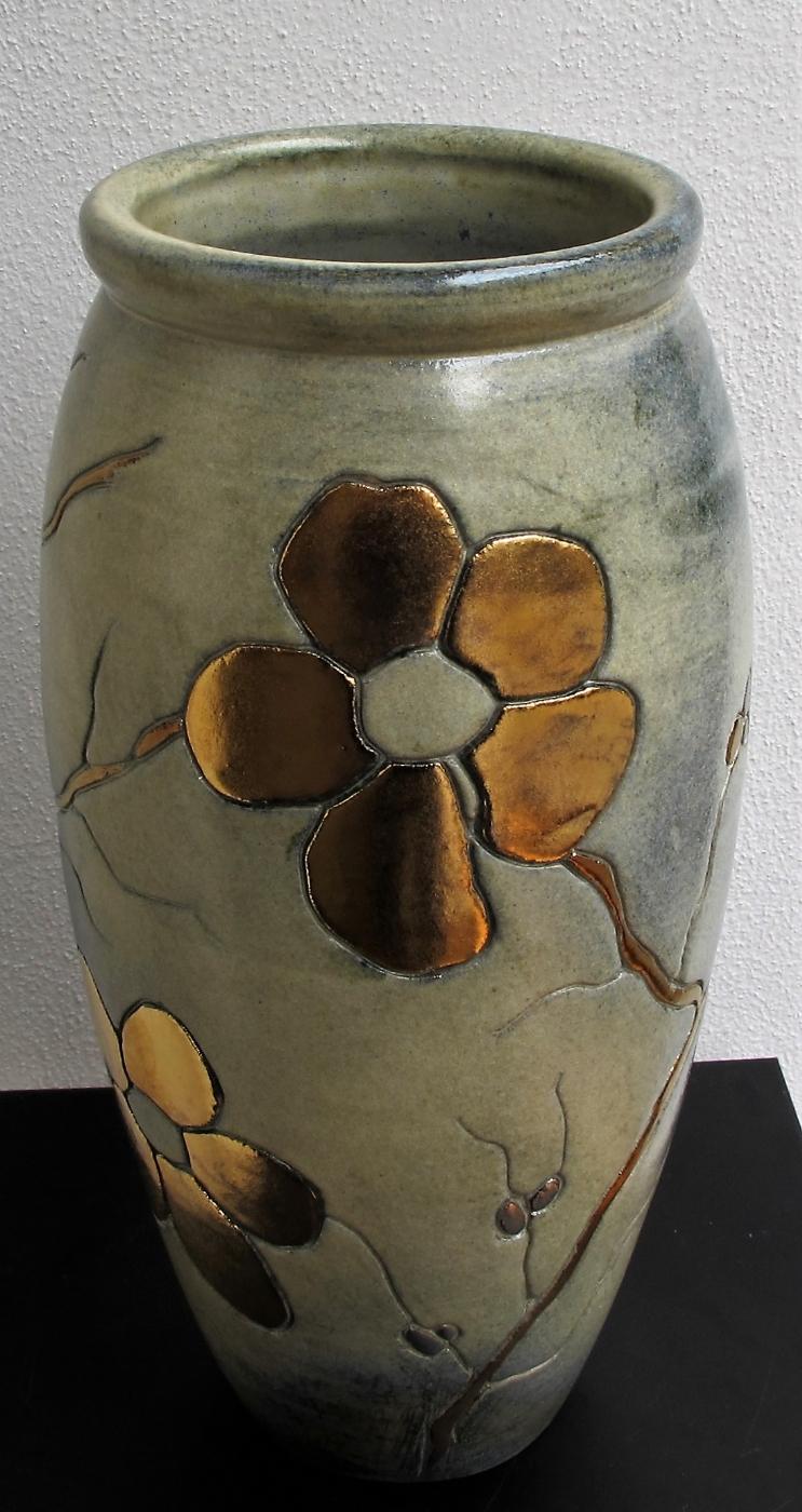 gulvvase mellem m. blomst og metal | Keramik