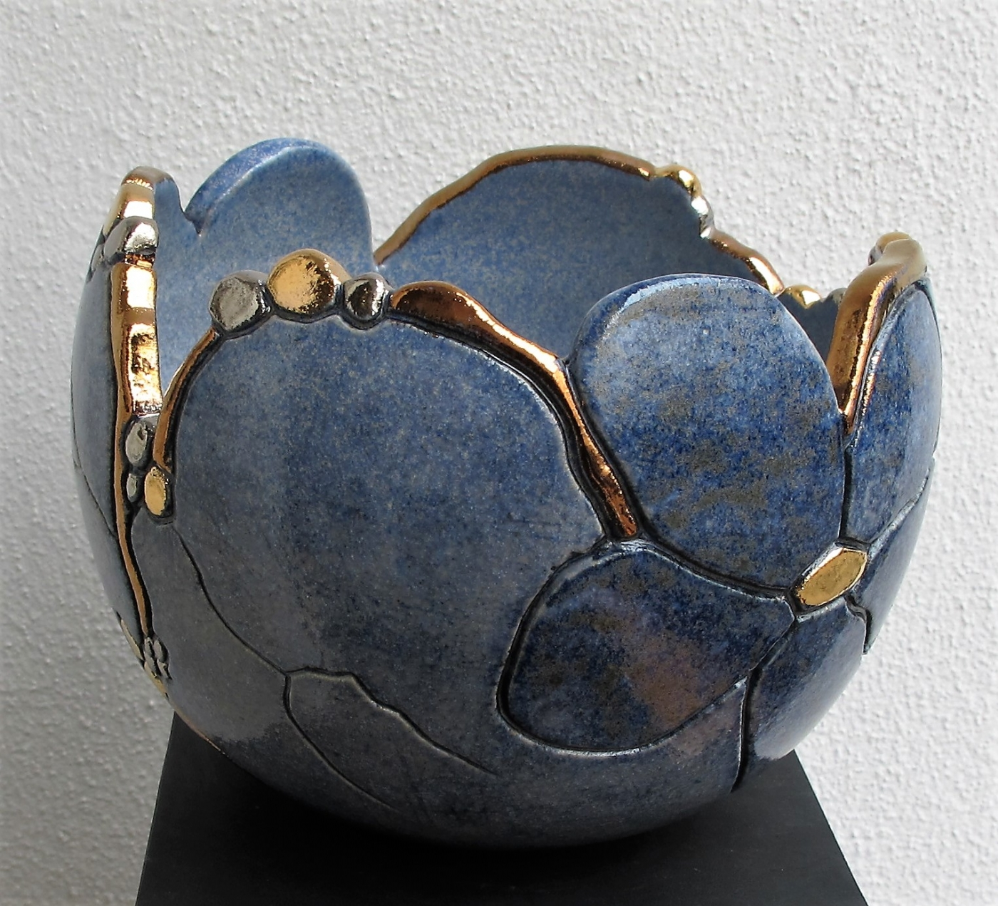 buttet krukke 2  m. blomst og metal | Keramik