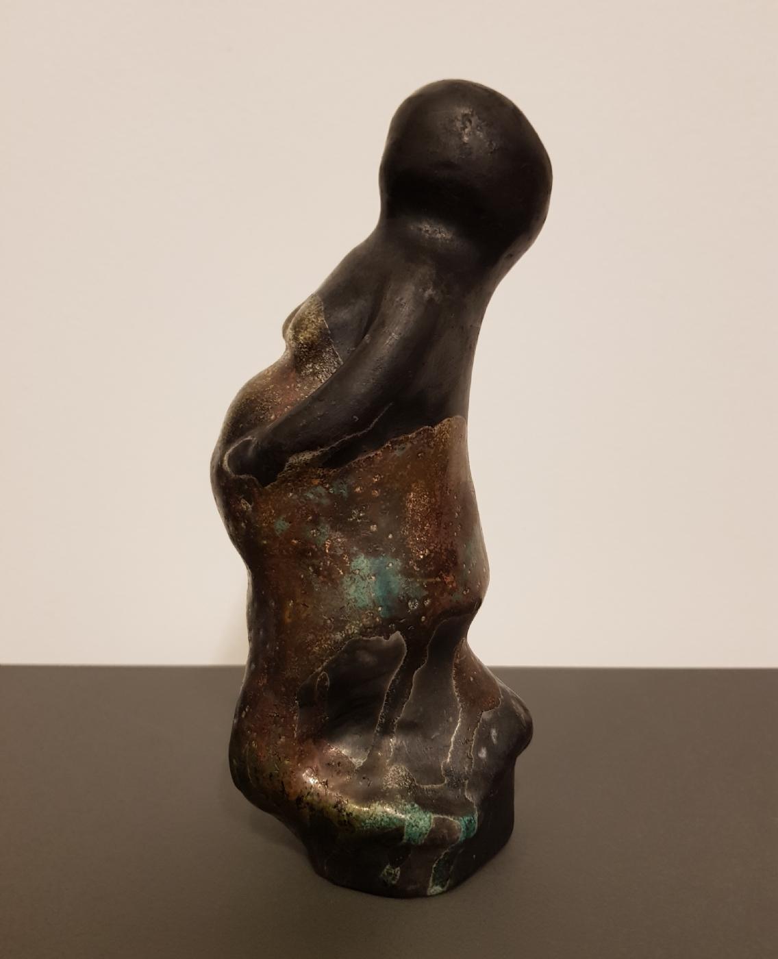 Pregnent, skulptur i Keramik og Rakubrænding,  glasur i changer farver,  meget kobber | Keramik